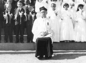 Padre Silvio e Paroquianos da época.